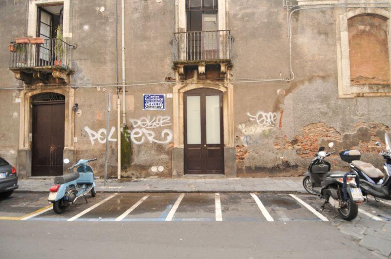 Ampio monovano mq 35 - Palazzo Biscari Piazza San Placido - CT