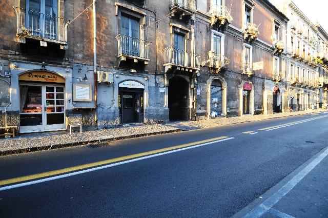 Monolocale su via vittorio emanuele pressi piazza teatro for Monolocale catania