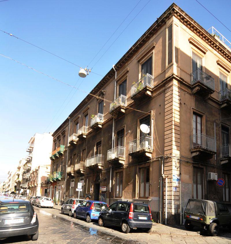 UFFICIO 60 mq + ammezzato finestrato - Via Crispi pressi Via Umberto