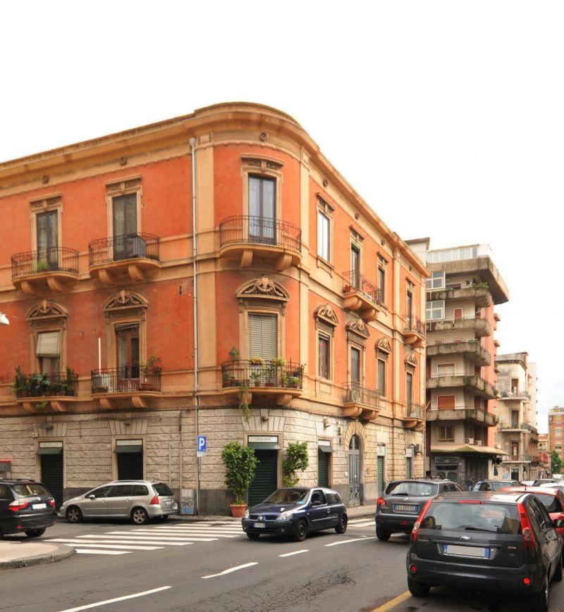 Appartamento cinque vani - Via Imbriani pressi Monserrato