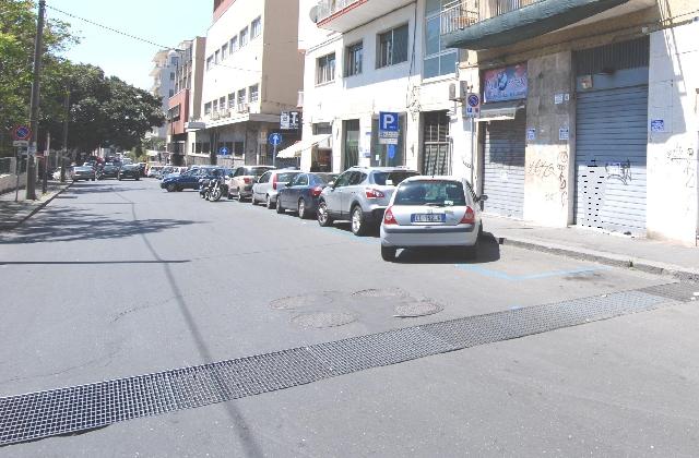 Bottega mq 50 - pressi Piazza Roma ed Orto Botanico su Via Antonino Longo - CT