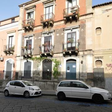 Case catania vendita ville case appartamenti for Monovano arredato catania