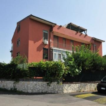Case catania vendita ville case appartamenti for Garage prefabbricato con costo dell appartamento
