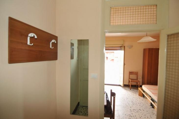 Monovano via fontanelle ct mq 35 rif 252 for Monovano arredato catania
